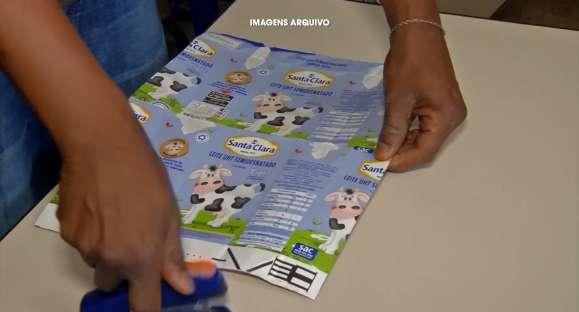 'Cachoeira sem Frestas' usa caixas de leite para revestir paredes