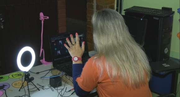 Escola cachoeirense monta estúdio para auxiliar professores em aulas a distância