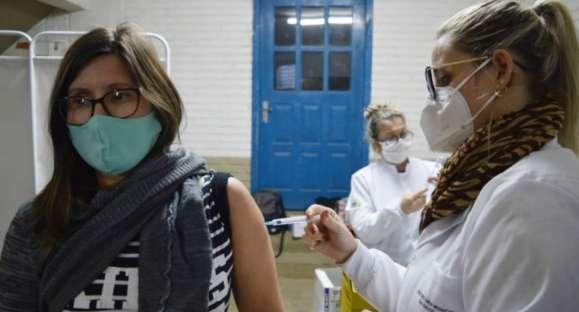 Vacinação para 40+ será em 7 pontos nesta terça-feira